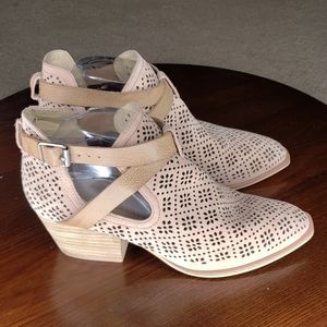 Chinese Laundry Booties sz 9 Tan Laser Cut Heels